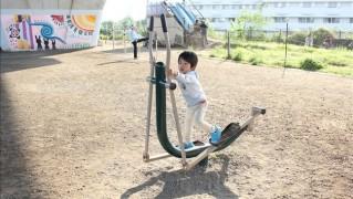 ウォーキングマシンを使いこなす3歳児