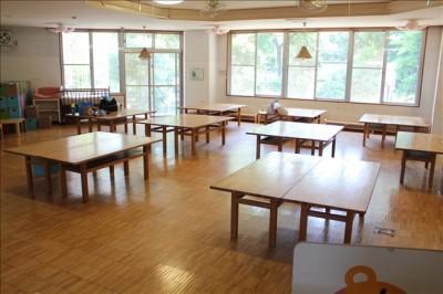 屋内ホールの食堂の風景