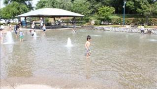 水遊びができる「遊びの池」