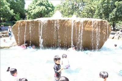 噴水とじゃぶじゃぶ池