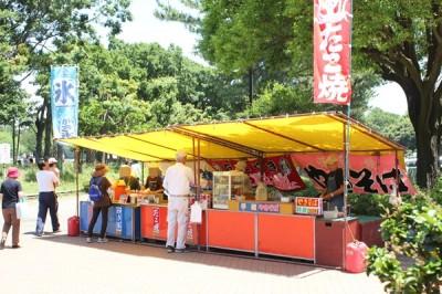 平塚総合公園南駐車場入り口の屋台