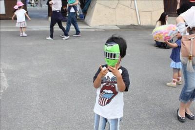 トッキュウジャーのお面を被った3歳の息子