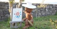 ソレイユの丘の敷地内の所々に存在する木人。白い帽子を被っています。