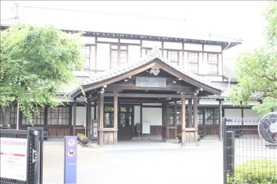 梅小路蒸気機関車館入り口の建物