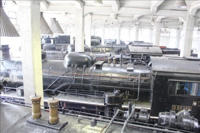 扇形車庫に展示されているSLの上からの写真