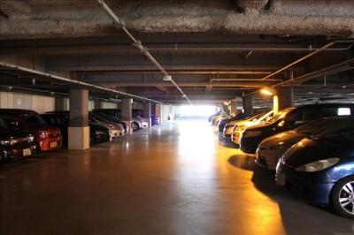 万葉倶楽部の駐車場