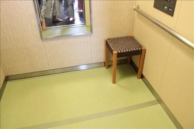 下が畳のエレベーターに驚き