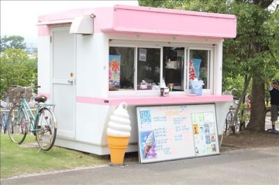 寒川中央公園の売店。カキ氷など
