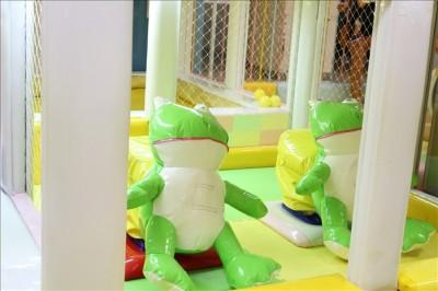 カエルが自動で動く幼児向けアトラクション