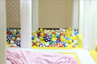 カラフルなボールがいっぱいのボールプール