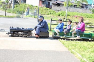 栗山近隣公園のミニSLは本格的!
