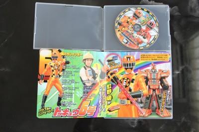CDの中身の写真。カードも入ってます