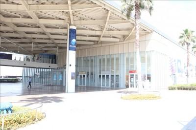 外から撮影した江ノ島水族館