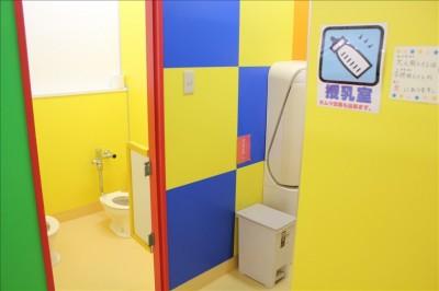 授乳室と幼児用のトイレ