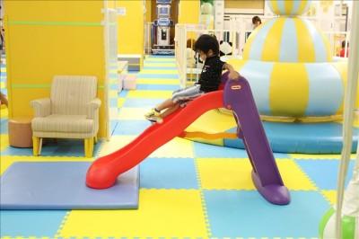 赤ちゃん用のミニ滑り台