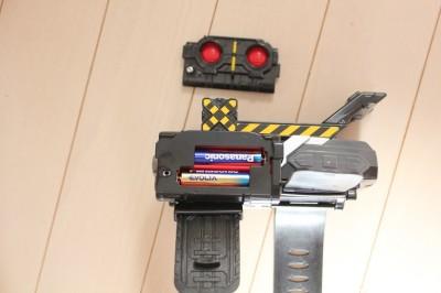 トッキュウチェンジャーの電池を入れる部分の写真