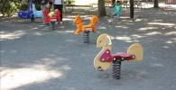 動物の形をしたスプリング遊具