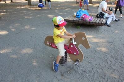 幼児向けお馬の形のスプリング遊具