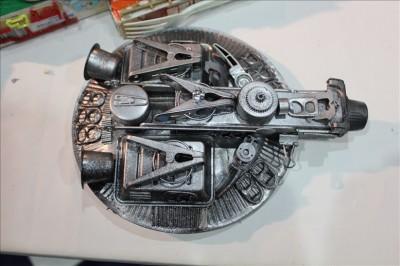 廃材で作られた宇宙船