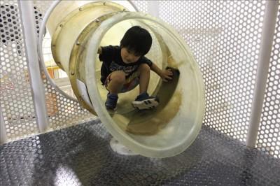 3F惑星ジムのトンネル滑り台
