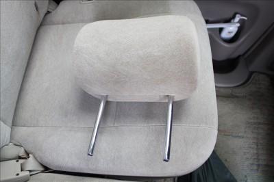 車後部座席のヘッドレスト
