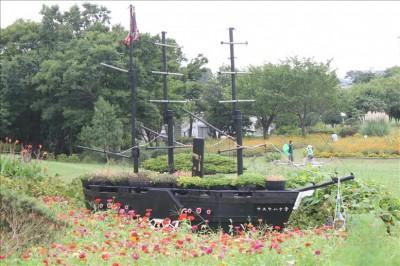花の広場にある戦艦風な花壇