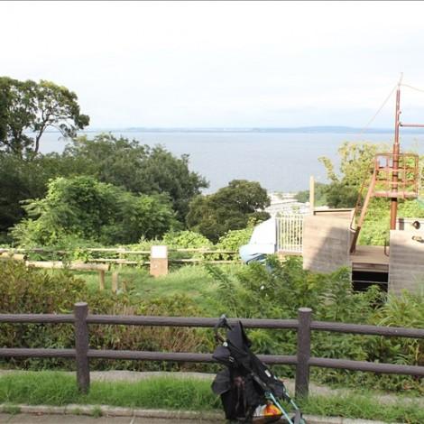 アスレチック広場から横須賀の海が見える