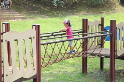 ロープのつり橋アスレチック