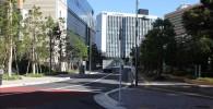 中原市市民会館前の道路。その先には三井住友銀行