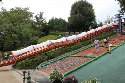 屋根付きロング滑り台