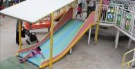 幅の広い幼児用の滑り台