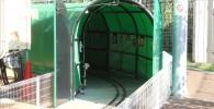 ミニ鉄道の緑のトンネル