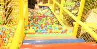 ボールプールとフワフワの階段