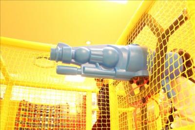空気が発射されるバズーカー(青)