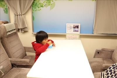 小田急線向かい合わせ座席テーブル