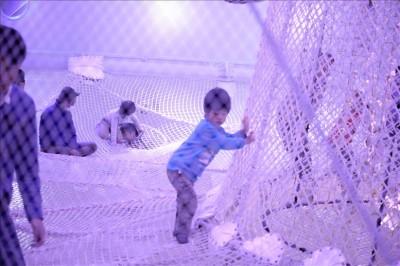 スペースアスレチックに挑戦の3歳児