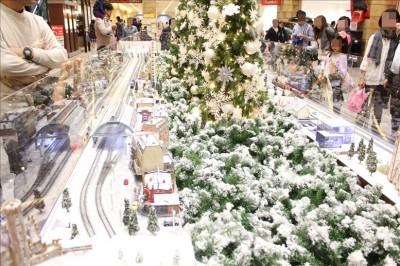 雪景色が綺麗な鉄道ジオラマ