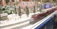 ディーゼル列車の鉄道模型展示