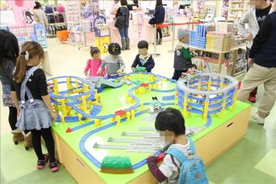 Kidsこぐまのプラレール展示