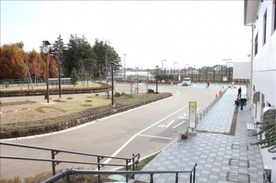 大和ゆとりの森バス停とロータリー