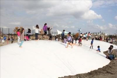 白い大きなふわふわドーム