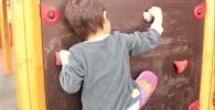 クライミングに挑戦の息子4歳