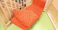 2階の赤い水玉模様のソファー