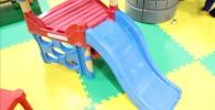 赤ちゃん向けのミニ滑り台