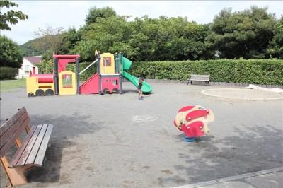 幼児向けの遊具広場