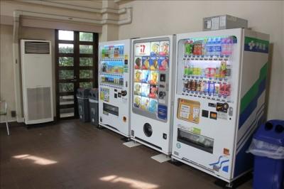 レストハウス内の自動販売機