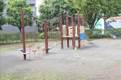 子供広場のアスレチック
