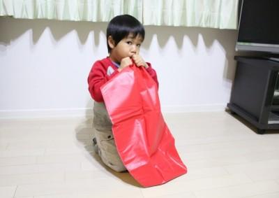 ニンニンジャーパンチファイターに空気を入れる息子