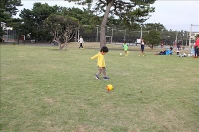 親子でボール遊び