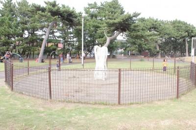 柵に囲まれたお砂場